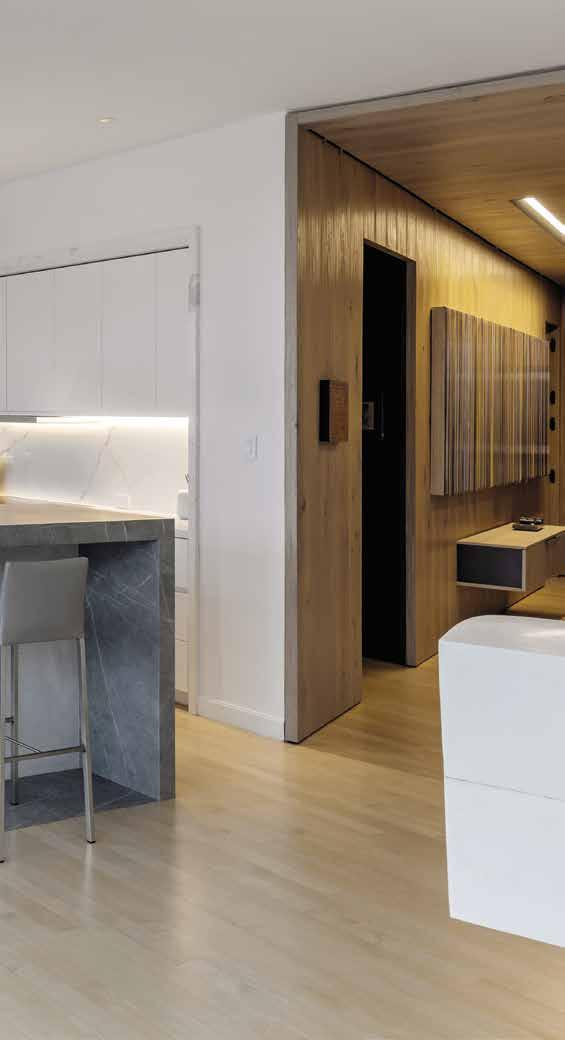 057 PRIVATE RESIDENCE NEW YORK CITY (USA) Island, Kitchen Countertop & Backsplash: Zaha Stone Silk &