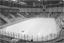 An ice hall (Picture 4) with 1000 seating capacity was built for curling competitions. It is the first curling hall in Turkey.