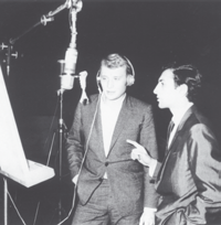 Önal Önal Having started to work for Istanbul Radio in 1960, producing pop music programs, Sezen Cumhur Önal drew attention with his passion for love and proper elocution.